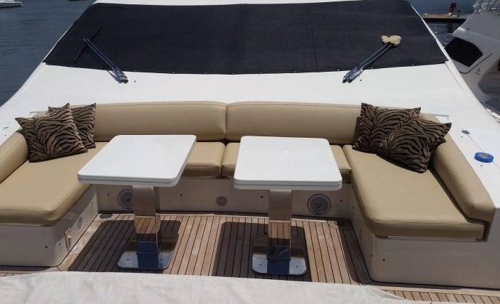 Azimut 90 - bow upholstery